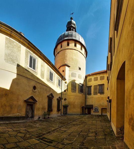 Grabštejn, hrad - pohled na malé nádvoří